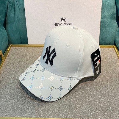 MLB NY Holomonogram Logo Adjustable Cap New York Yankees Hat White